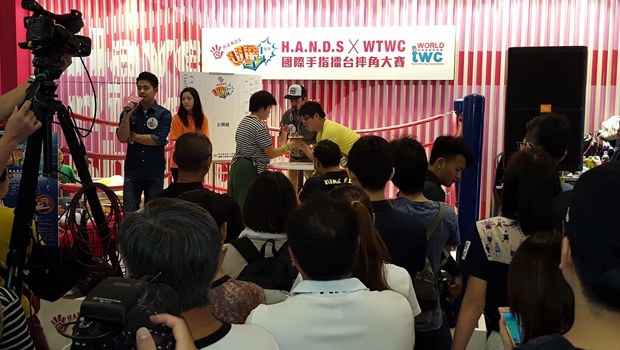 Crowds-at-Thumb-Wrestling-Hong-Kong