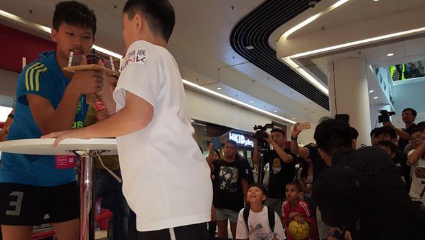 Isaac-Lam-Thumb-Wrestling